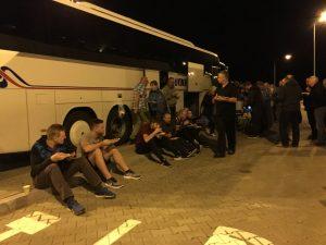 Abendbrot vor dem Reisebus