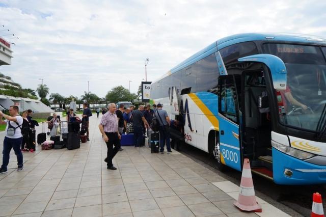 Wir reisen mit einem Reisebus