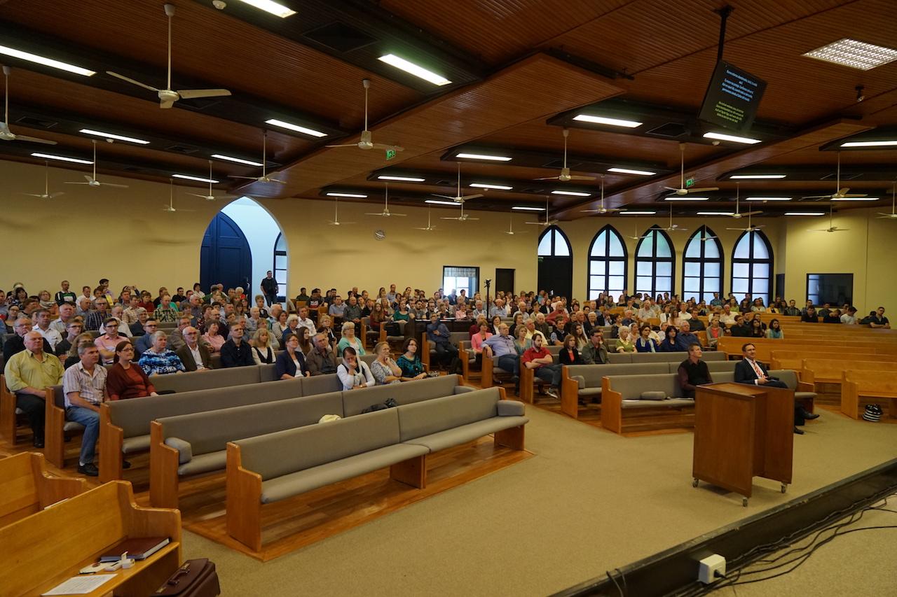 Während des Gottesdienstes in der Gemeinde Concordia