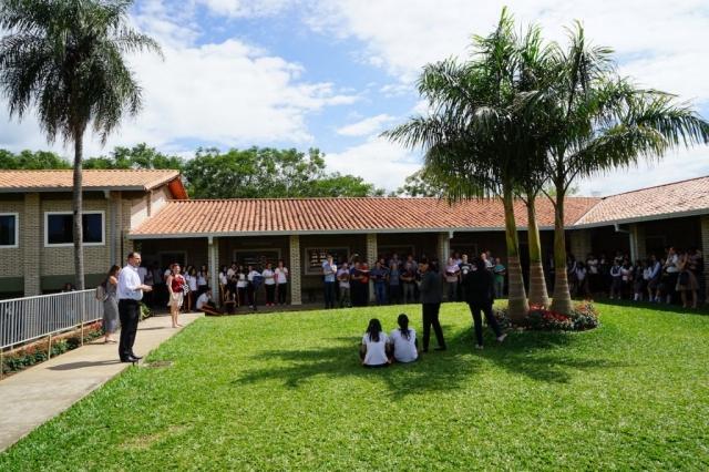 Auf dem Schulhof.