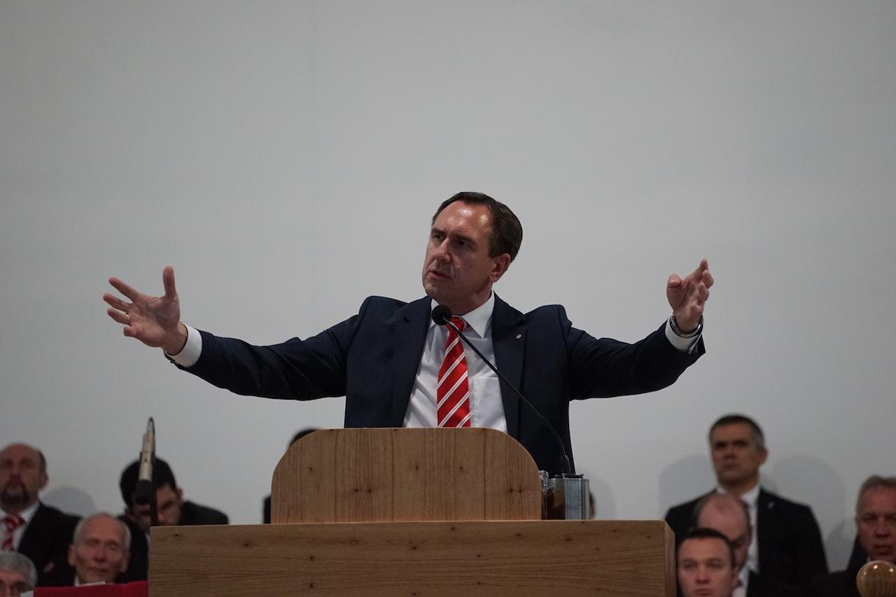 Br. Eduard Reimer predigt.