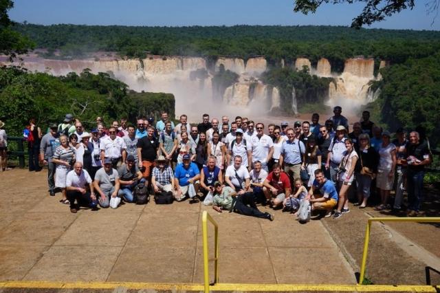 Vor den Iguazú-Wasserfällen in Brasilien.
