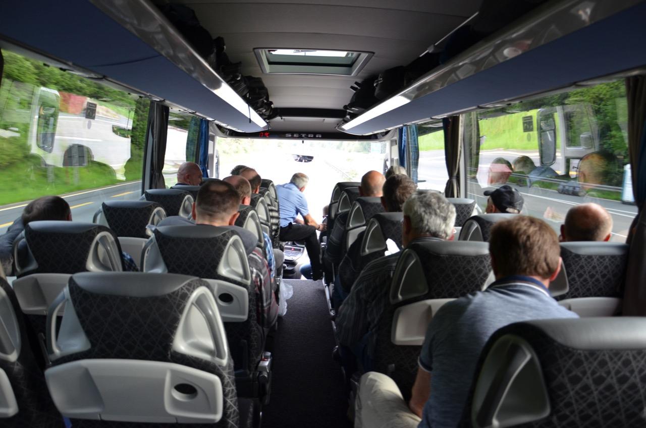 Unterwegs im Bus.