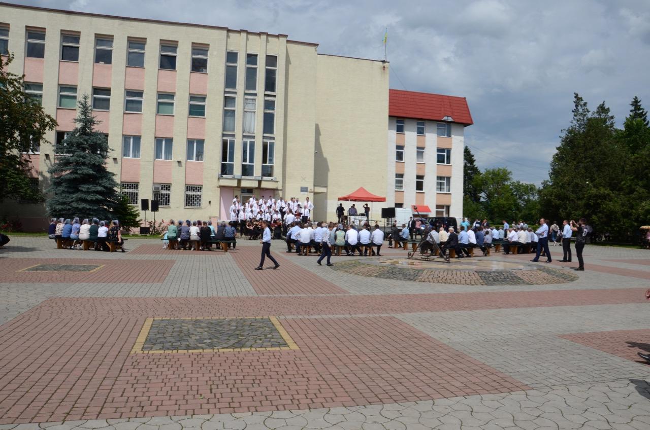 Gottesdienst auf dem Stadtplatz.