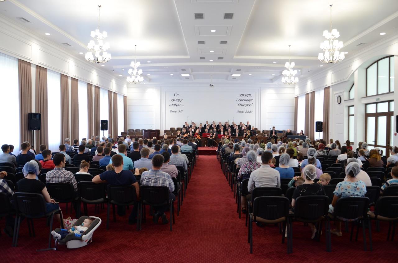 Im Gottesdienst in Zarechchya.