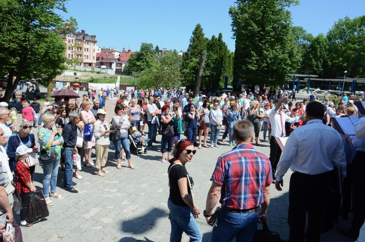 Zuhörer im Stadtzentrum.